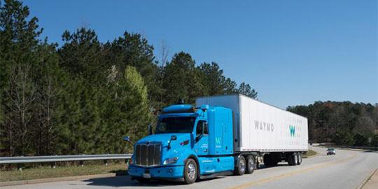 trasporto merci su camion a guida autonoma